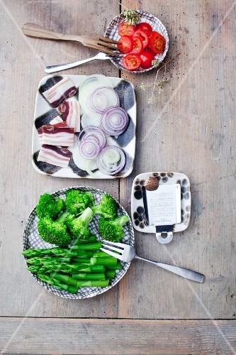 Side dishes to be served with raclette (seen from above)