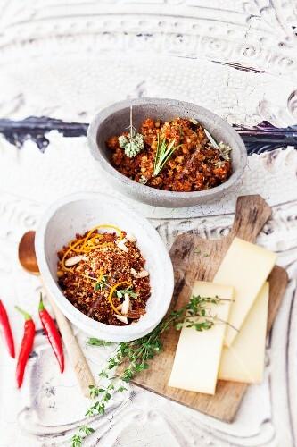 Mediterranean and fruity-spicy seasonings for raclette