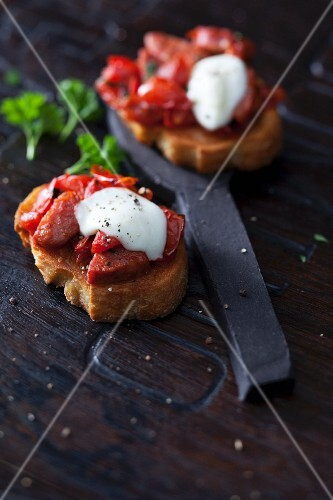 Chorizo crostini with raclette tomatoes