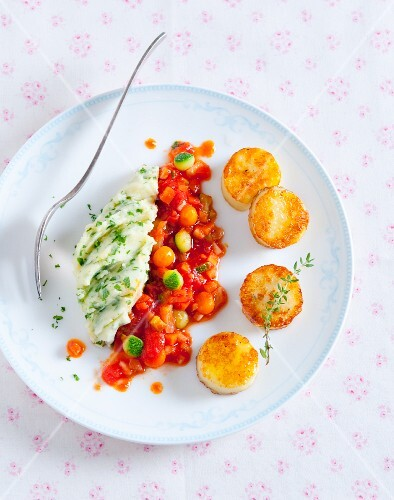 Haloumi medallions with mashed parsley potatoes and a tomato medley