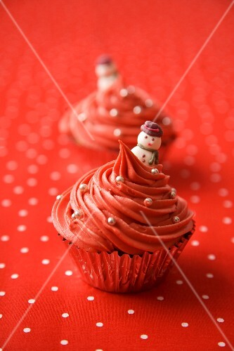 Red Christmas cupcakes decorated with silver pearls and snowmen