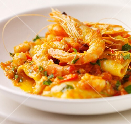 Pasta with prawns and peppers