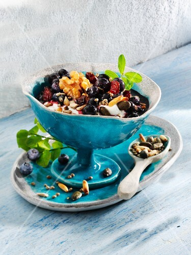 Crispy nut and blueberry quark with flax seed oil