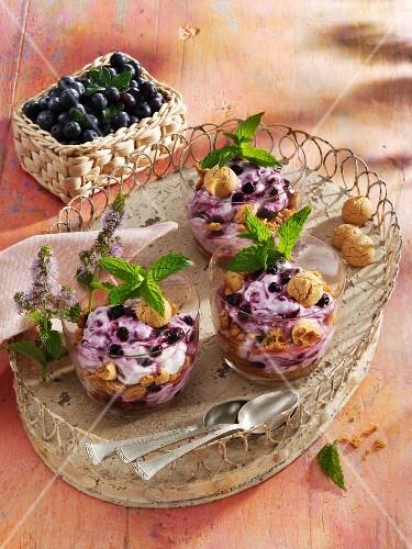 Amaretto and mascarpone cream with blueberries