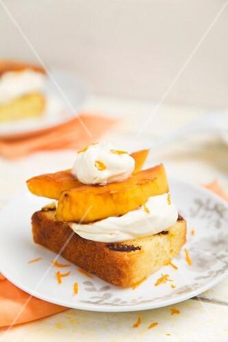 Grilled cake with mango and mascarpone