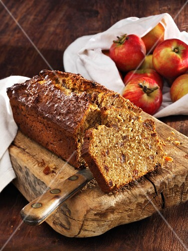 Apple bread made with spelt flour and raisins