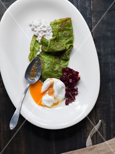 Spinach crêpes filled with eel and poached egg