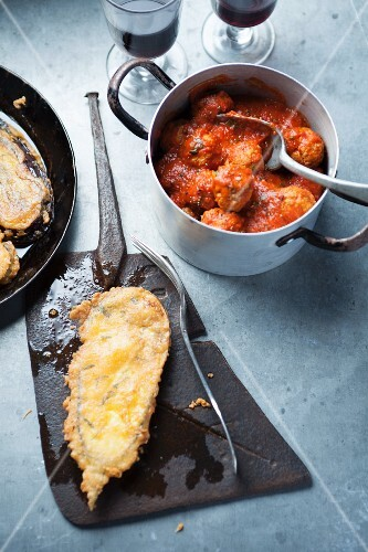 Breaded aubergines with meatballs and tomato sauce