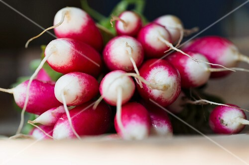 A bunch of radishes (close-up)