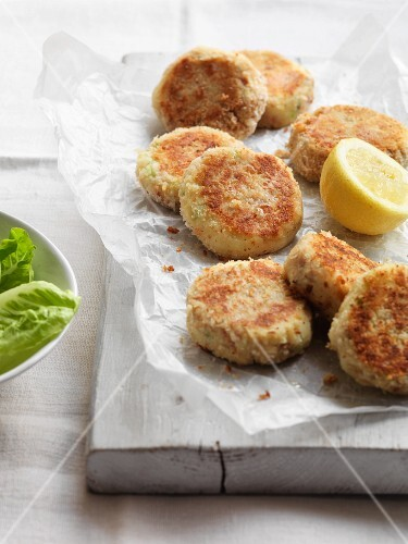 Tuna and potato cakes with lemon