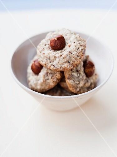 Nut macaroons with hazelnuts