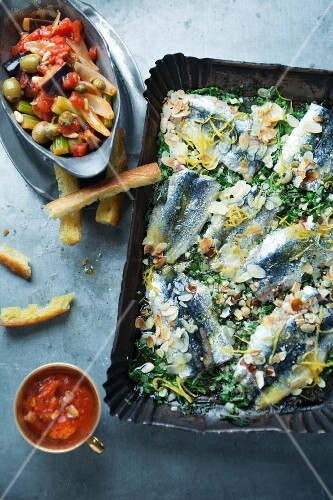 Oven-roasted sardines with lemon and flaked almonds