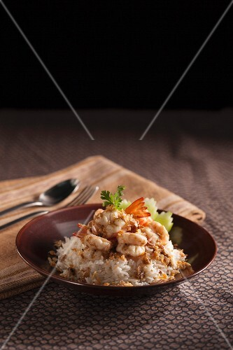 Khao kung Thot Krathiam Phrikthai - garlic prawns on a bed of rice (Thailand)
