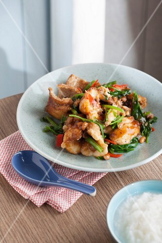 Fried fish fillets with Chinese celery and chilli (Thailand)