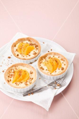 Orange tartlets with brittle