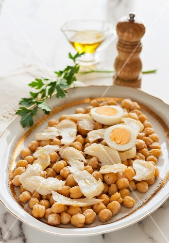 Chickpea salad with stock fish, eggs and olive oil