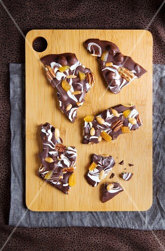 Broken chocolate with pecan nuts and dried apricots