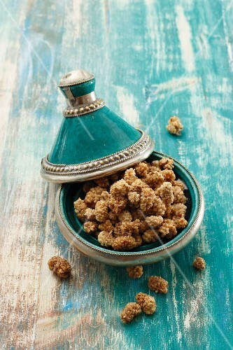 Dried mulberries in a tagine