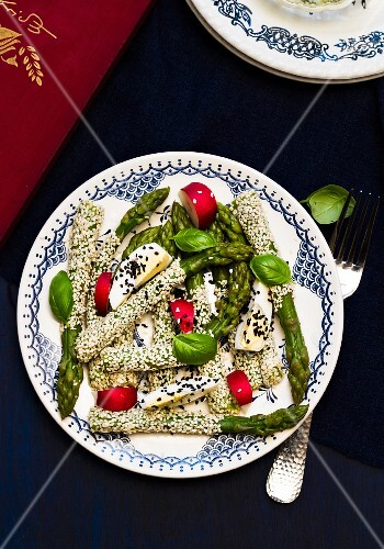 Green asparagus with a sesame seed crust