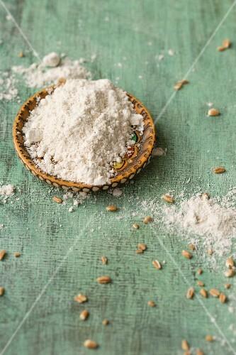 Ground spelt and wholemeal spelt flour