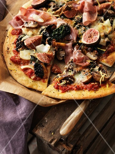 Pizza with prosciutto, figs and mushrooms