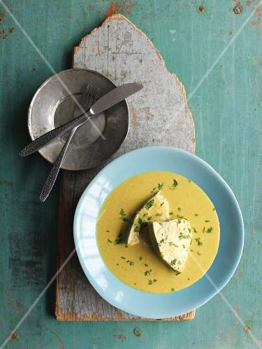 Fish Caldine (yellow fish curry, India)