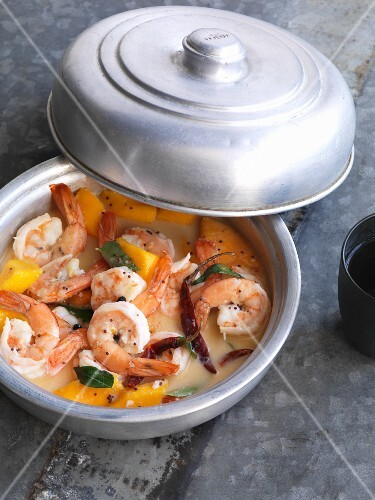 Mango and coconut curry with king prawns (India)