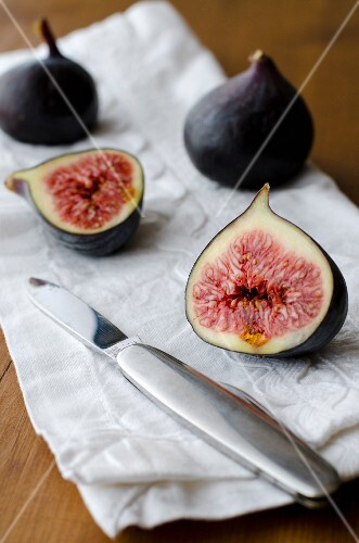 Figs on a white napkin