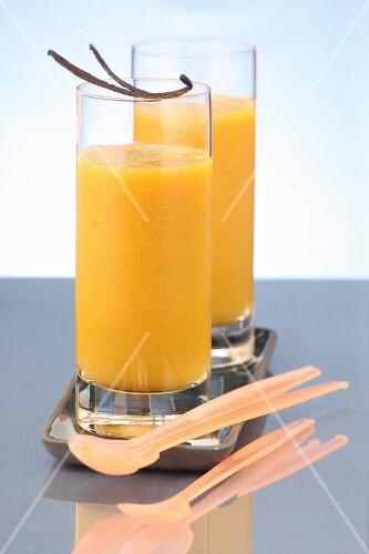 Orange drinks with vanilla pods