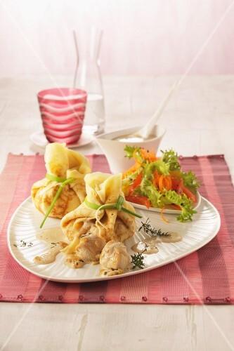 Stuffed crêpe sacks served with salad