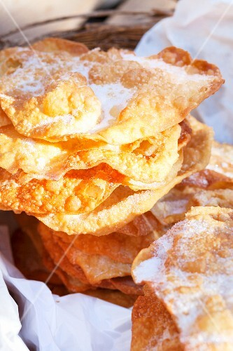 Deep-fried crisps at a market (Carcassone, France)