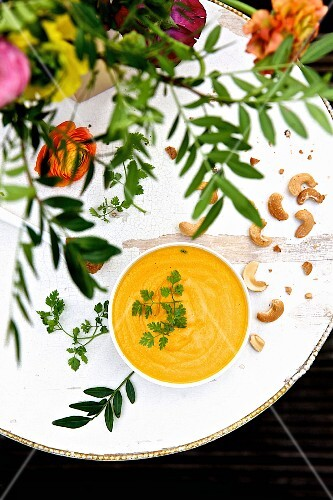 Carrot soup with cashew nuts