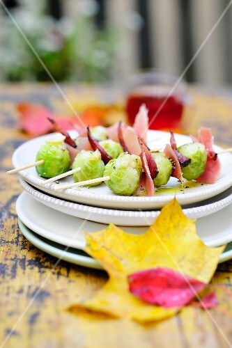 Autumnal Brussels sprouts skewers with Tyrolean bacon