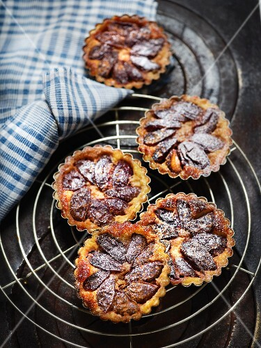 Tartlets with damsons and cinnamon sugar