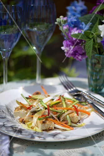 Salad with sesame tofu, asparagus, bean sprouts and chicory