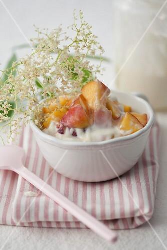 Peaches in elderflower yoghurt