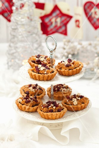 Christmas tartlets with poppyseeds, caramel cream, hazelnuts and cranberries