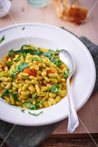 White beans with tomatoes and parsley