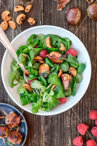 Lamb's lettuce with chestnuts wrapped in bacon, amarettini and raspberries