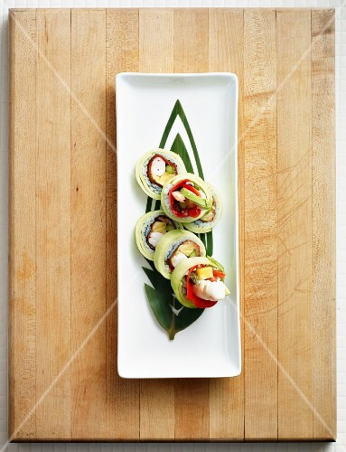 Maki with prawns, asparagus, pineapple, avocado, red pepper and cucumber (Japan)
