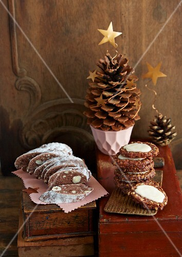 Berliner Brot, bread and butter and pine cones