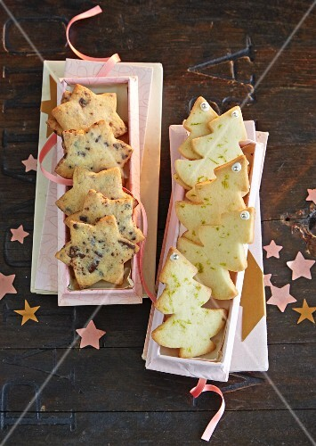Christmas biscuits (stars and Christmas trees) as a gift