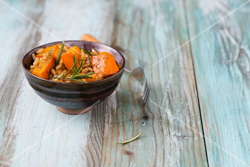 Baked pumpkin with kamut and rosemary
