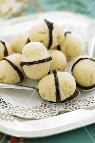 Chocolate and almond pralines with rum