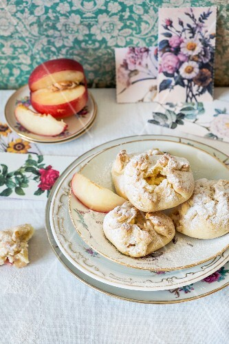 Ricotta and peach biscuits with icing sugar