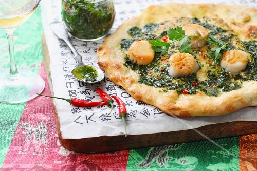 Pizza with pesto and scallops