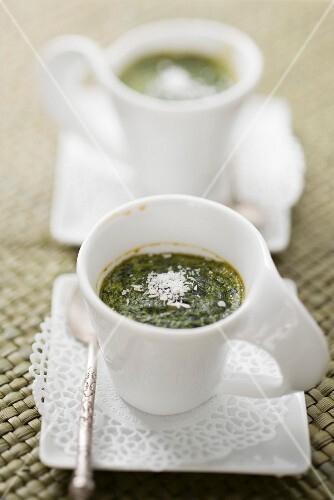 Spinach pudding with coconut