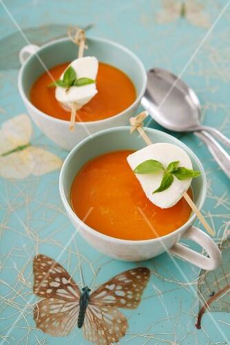 Tomato soup and mozzarella