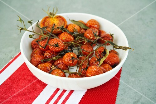 Oven-roasted tomatoes with lemons and raspberry vinegar