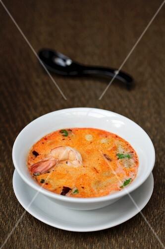 Spicy sour prawn soup (Thailand)